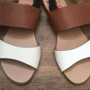 Victor leather sandals Sz 6 NEW